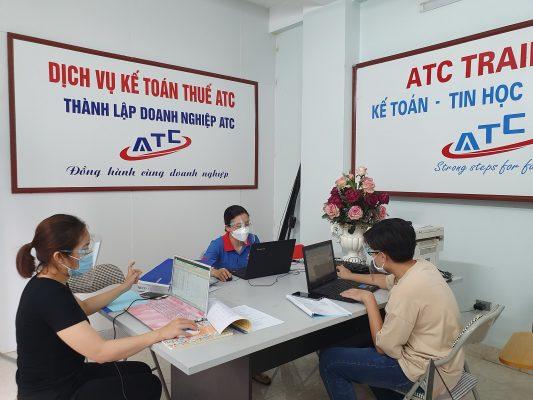 Dịch vụ báo cáo thuế trọn gói tại Thanh Hóa  Với kinh nghiệm 10 năm cung cấp dịch vụ lập bảng báo cáo tài chính, ATC cam kết hỗ trợ doanh nghiệp tăng chi phí hợp lý và tối ưu thuế theo đúng quy định pháp luật.  Doanh nghiệp cần cung cấp những gì khi làm báo cáo tài chính (BCTC) tại ATC?  Khi chọn dịch vụ báo cáo tài chính tại ATC, bạn chỉ cần cung cấp các hồ sơ sau:  HÓA ĐƠN ĐẦU VÀO, ĐẦU RA TRONG NĂM BÁO CÁO TÀI CHÍNH BẢNG LƯƠNG VÀ THÔNG TIN CMND NGƯỜI LAO ĐỘNG SAO KÊ TÀI KHOẢN NGÂN HÀNG CÔNG TY NĂM BÁO CÁO BẢNG CÂN ĐỐI TÀI KHOẢN NĂM TRƯỚC NĂM BÁO CÁO  Lưu ý:Nếu doanh nghiệp vừa thành lập tại năm báo cáo thì không cần cung cấp bảng cân đối tài khoản năm trước báo cáo.